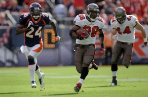 Champ Bailey chases Warrick Dunn (Getty Images)