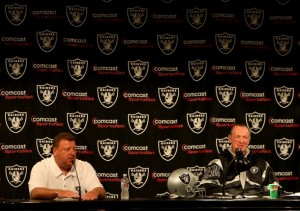 Tom Cable and Al Davis (Getty Images)