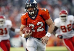 Peyton Hillis breaks for a touchdown in the first quarter of Sunday's game.
