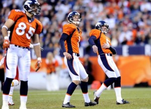 Tony Mustard, Matt Prater, and Brett Kern watch Prater's field goal attempt (Reuters Photo)