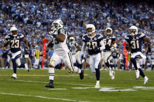 New York Jets running back Shonn Greene (23) runs for a touchdown past San Diego Chargers' Quentin Jammer (23), Steve Gregory (28) and Antonio Cromartie (31) in the fourth quarter of their NFL Divisional playoff football game in San Diego, California January 17, 2010.  (REUTERS photo/Mike Blake)