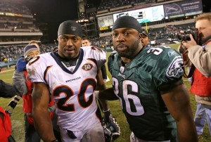 Brian Westbrook shares a moment with Brian Dawkins after the Eagles victory. (Photo by Hunter Martin/Getty Images