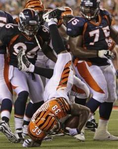 Bengals running back James Johnson is upended near the goaline by Joe Mays (96) and Chris Baker (75). (AP Photo/Ed Reinke)