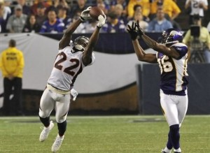 Alphonos Smith intercepts a pass intended for Javon Walker. (AP Photo/Jim Mone)
