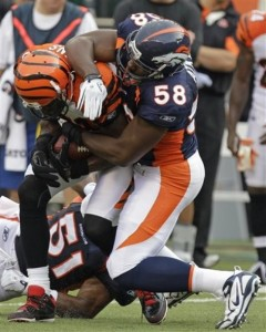 Baraka Atkins tackles Terrell Owens of the Cincinnati Bengals. (AP Photo/Al Behrman)
