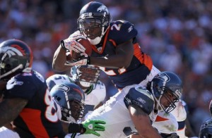 Knowshon Moreno #27 of the Denver Broncos goes over linebacker Lofa Tatupu. (Photo by Doug Pensinger/Getty Images)