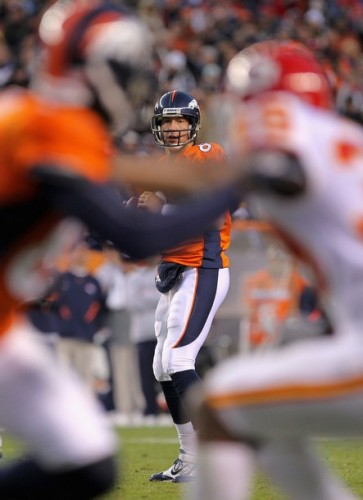 Kyle Orton looks for a receiver against the Kansas City Chiefs (Photo by Doug Pensinger/Getty Images)