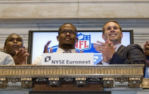 Von Miller rings the closing bell at the New York Stock Exchange. (REUTERS/Mark Dye)