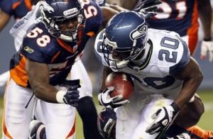 Denver Broncos rookie linebacker Von Miller (58) chases down Seattle Seahawks running back Justin Forsett (20) during their pre-season NFL football game in Denver August 27, 2011.  (REUTERS/Rick Wilking)