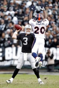 Denver Broncos safety Brian Dawkins (20) blocks Oakland Raiders quarterback Carson Palmer during the fourth quarter of their NFL football game in Oakland, California, November 6, 2011.   REUTERS/Beck Diefenbach
