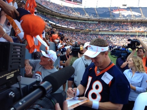 Broncos Peyton Manning signs autographs